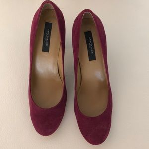 Gorgeous two tone Suede pumps.